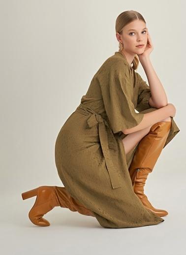 NGSTYLE Kruvaze Detaylı Jakarlı Elbise Haki